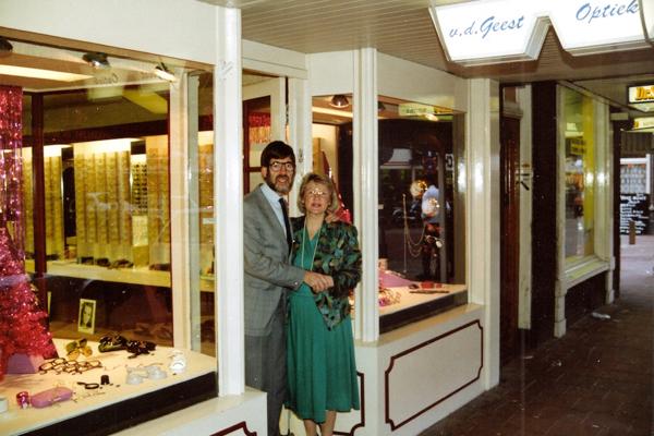 Harry and Barbara Vester in front of the Van der Geest Optiek store